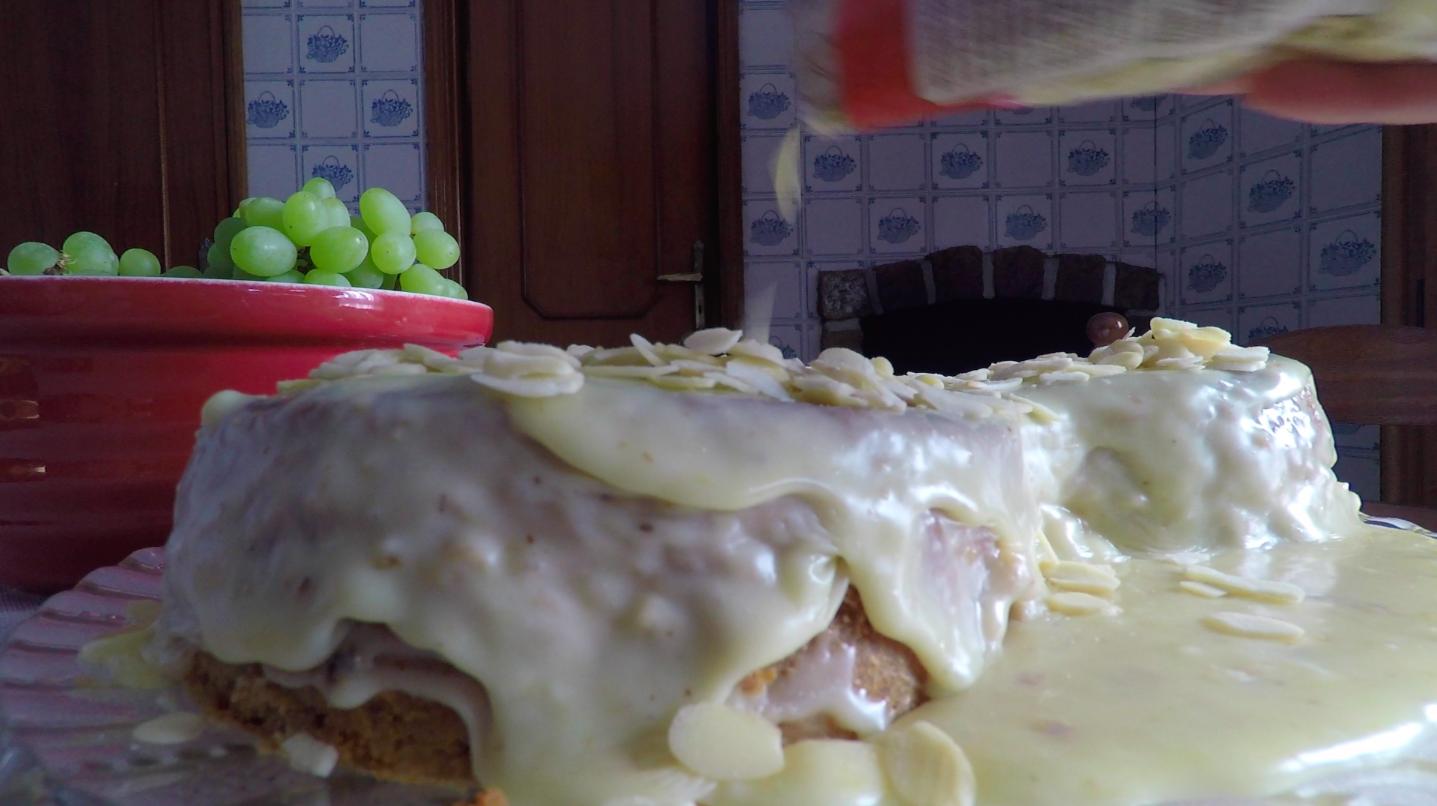Bolo de Cenoura com Creme de Chocolate Branco – A Vida em Play no D'mais (Porto Canal)